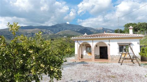 Traditional Country House with Stunning Views – Taurus