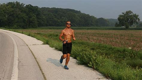 PHOTOS: Real-Life Forrest Gump is running across the US