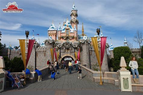 Disneyland - photographed, reviewed and rated by The Theme