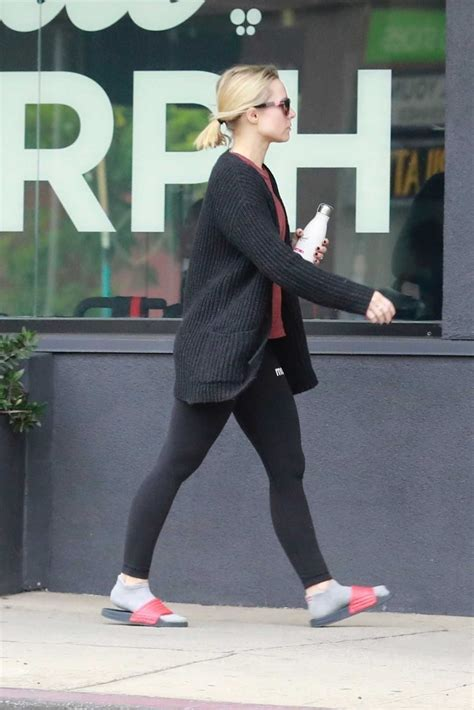Kristen Bell in a Black Leggings Arrives to a Private Gym